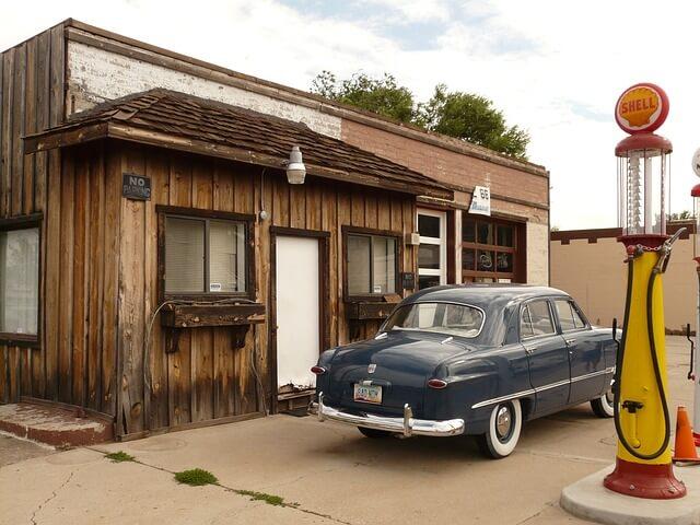 petrol-stations-4557_640 (1)