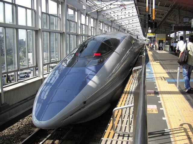 bullet-train-66091_640 (1)