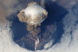 volcanic-eruption-67668_640-1