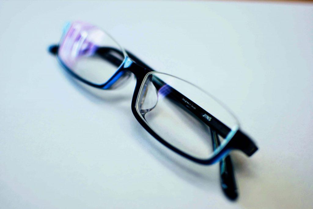 JINSのアンダーリムメガネの写真