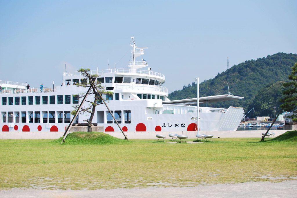 直島に行くフェリー「なおしま」
