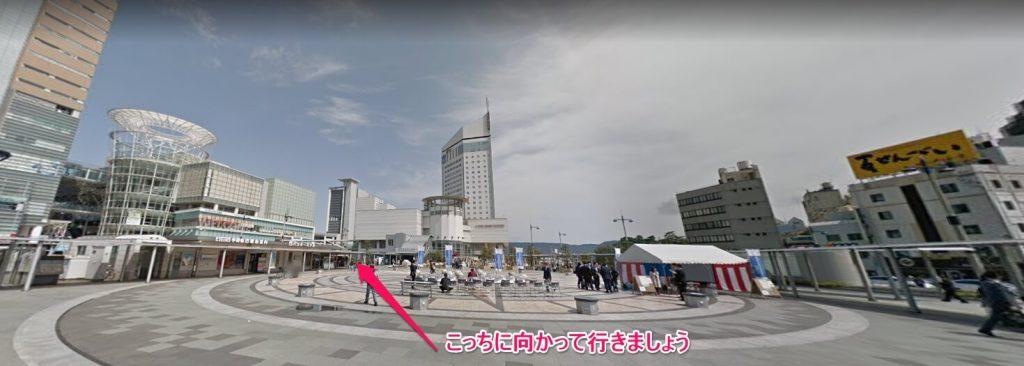 高松駅から港への向きを示した写真