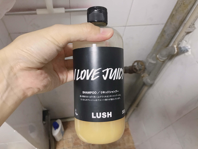 妻が買った、LUSHのシャンプーの写真