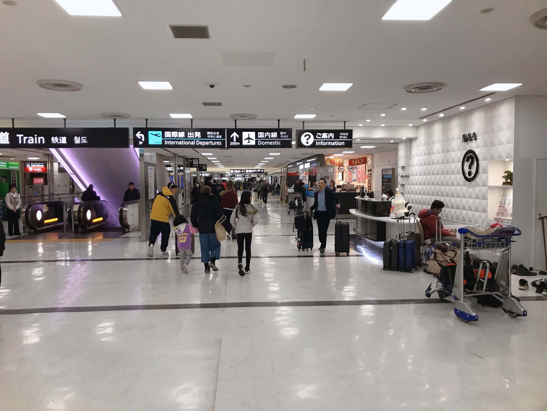 成田空港第二ターミナル、「北口1」入ってすぐ右側の写真