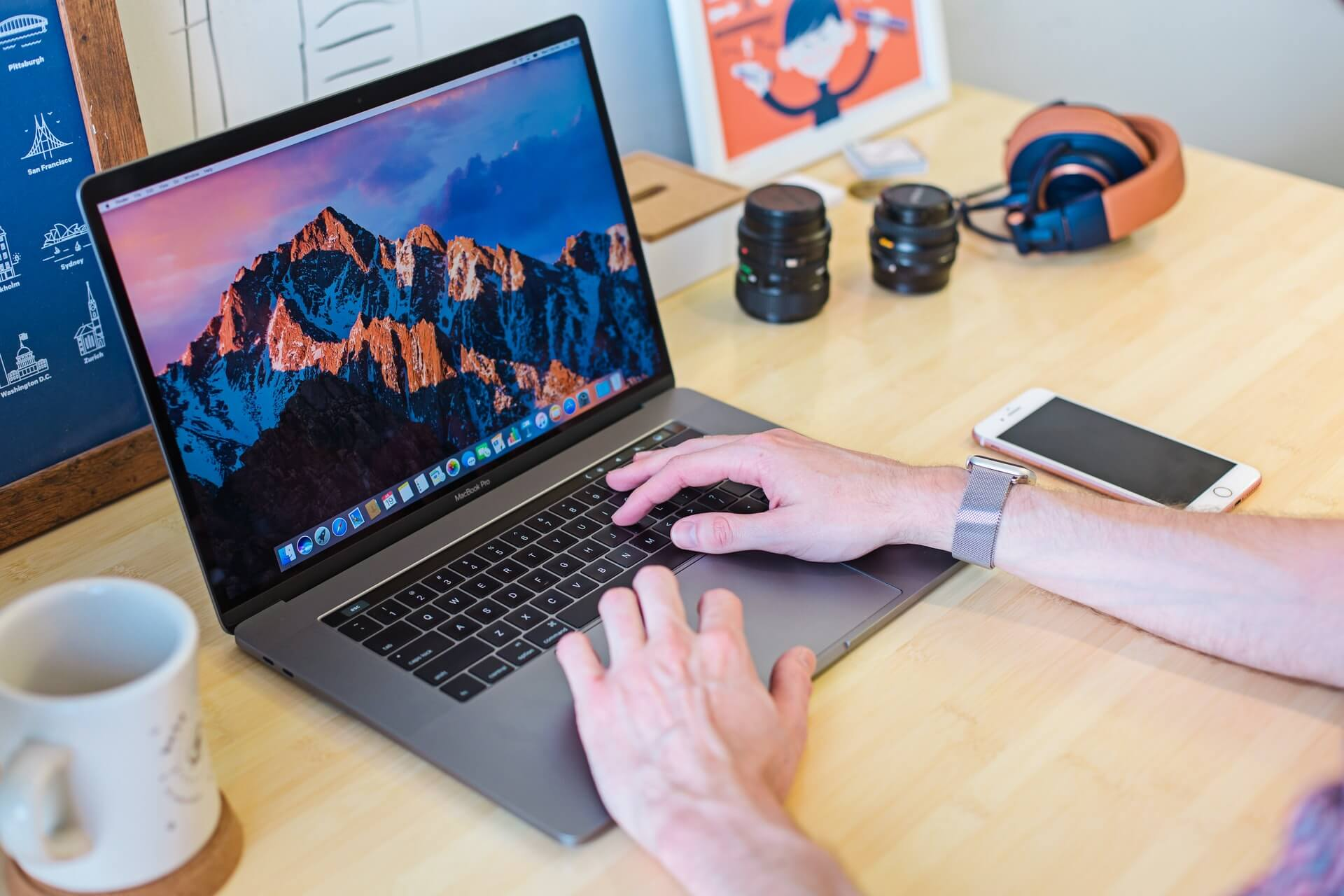 macbookで仕事する人